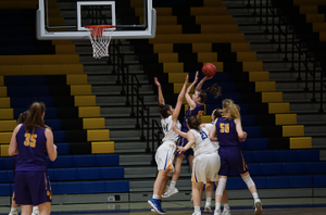 バスケットボールにおけるゴール下の空中戦