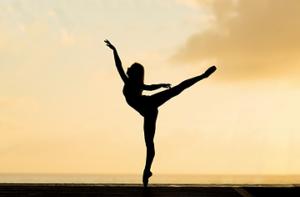 バレエで腰を反る動作