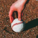 ピッチャーの手首とボール