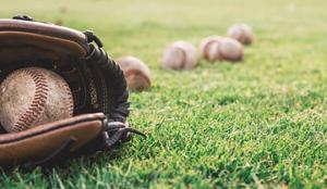 野球グローブとボール